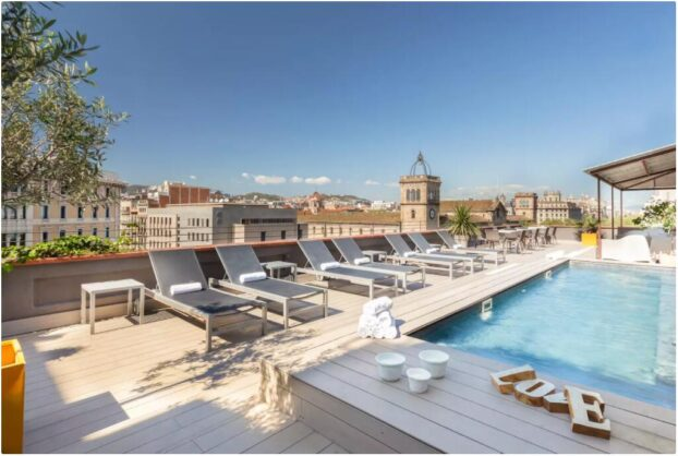 Luxury apartment with rooftop pool